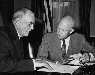 Эйзенхауэр и Даллес обсуждают доктрину